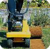 Met een gazonsnijder snel en gemakkelijk een gazon / grasmat verwijderen.