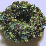 Bloemschikken: een bloemenkrans met bloemen van de hortensia