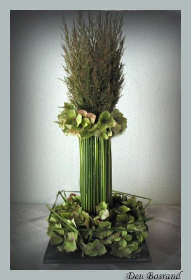 Bloemschikken met siergras en hortensiabloemen