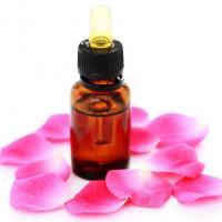 Wat is etherische rozenolie?