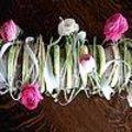 Bloemschikken: feestelijk bloemstuk als tafelversiering op Moederdag