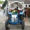 Bloemstuk op ceremoniewagen voor huwelijk zelf maken met rondella.