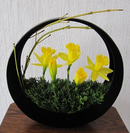 Ikebana bloemstuk: maanschikking