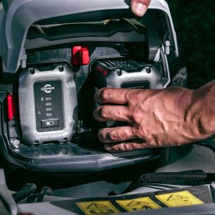 de batterij kan eenvoudig in de machine worden geplaatst
