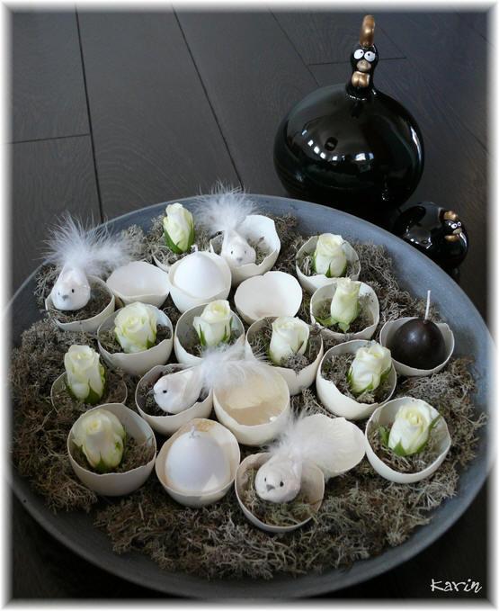 Bloemschikken Pasen met eieren en vogeltjes