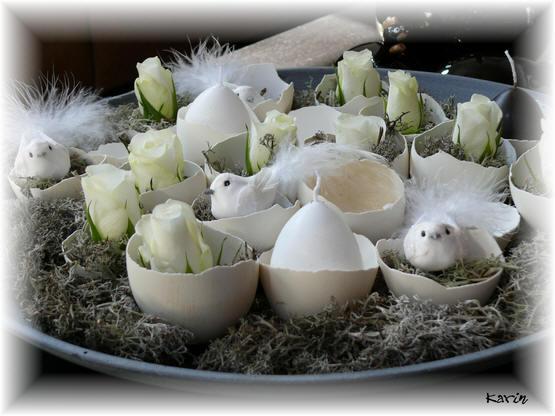 Schaal met eieren voor Pasen
