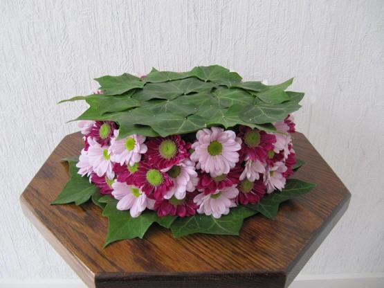 online bloemschikken met werkwijze om bloemstuk met chrysanten te maken voor Allerheiligen