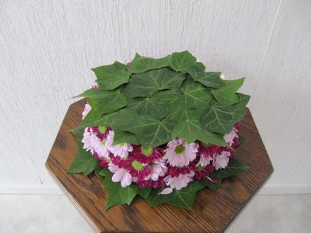 Online bloemschikken - foto afgewerkt bloemstuk met chrysanten
