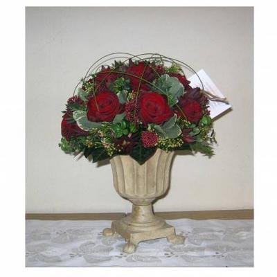 Biedermeyer met rode rozen