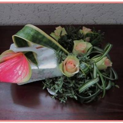Botervloot gevuld met rozen