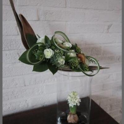 Cocosblad op glazen vaas