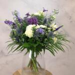 Boeket Violetta, deluxe gebonden - blauw/paars/wit