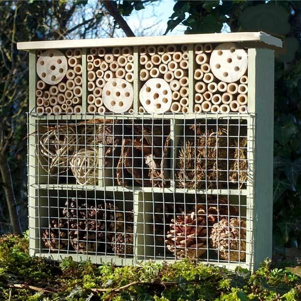 https://www.tuinadvies.nl/shop/foto/sizes/insectenhotel_met_9_kamers_1484065575_1-600.jpg